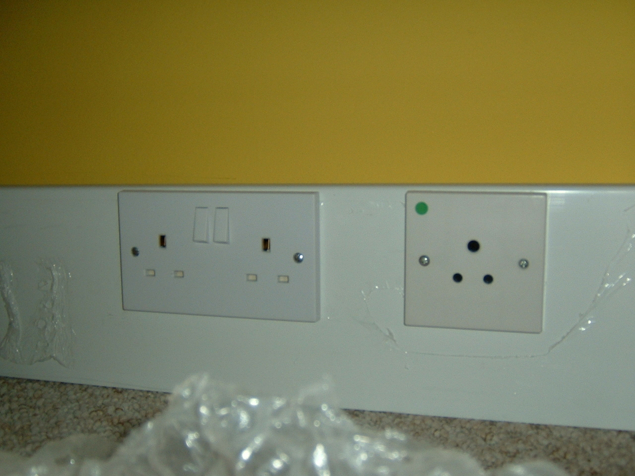 Skirting Trunking 5A and 13A power.JPG