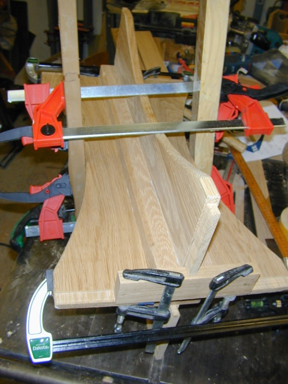 A couple of clamping calws allowing a pair of clamps to pull in the middle bit