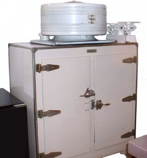 AntiqueFridge-4.jpg